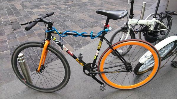 @PaseodeTodos me #urge vender mi bici, me ayudan? http://t.co/6YsWc1bfij