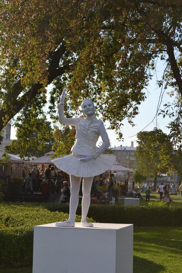 живые статуи голые