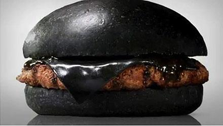 Burger King in Japan is introducing an all black burger (Video: @buzz60) http://t.co/0NVYq08dE3 http://t.co/8GapizGBDL