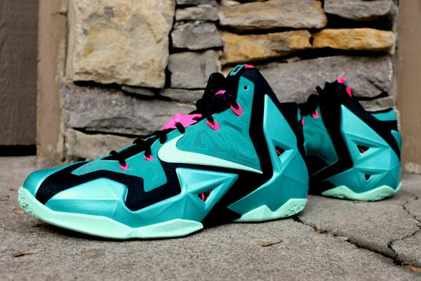 """1d2341b9d69c Fuck no """" SneakerNews  How about the South Beach  Top 5 LeBron or no   pic.twitter.com kYw0uowuEX"""""""