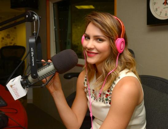 Check out @katharinemcphee during her @SIRIUSXM interview wearing iHome headphones! Thanks Kat! :D http://t.co/Yk6LN2mq92