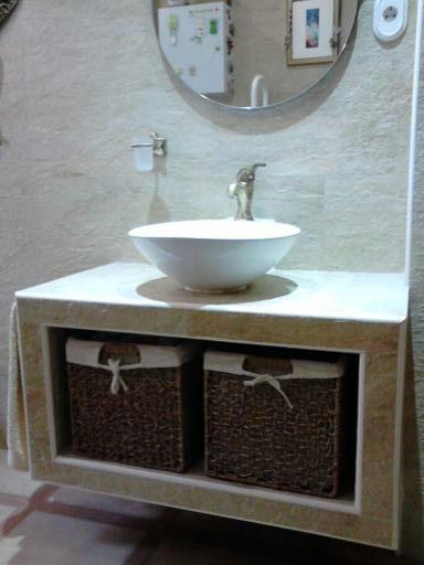 Nekum espacios on twitter ba o reformado con mueble de lavabo suspendido hecho de obra con - Lavabos de obra ...