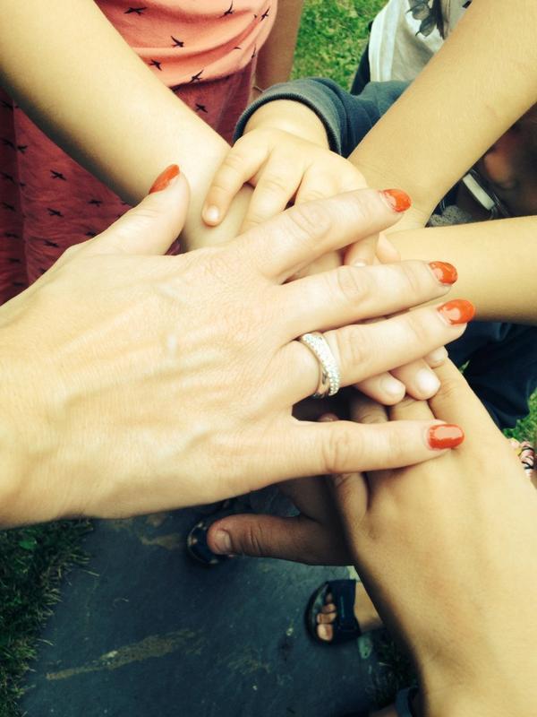 L'homme de ma vie m'a enfin demander en mariage, on célèbre ça avec toute la famille, gros bisous 😘❤️ http://t.co/qHrDAJMxRZ