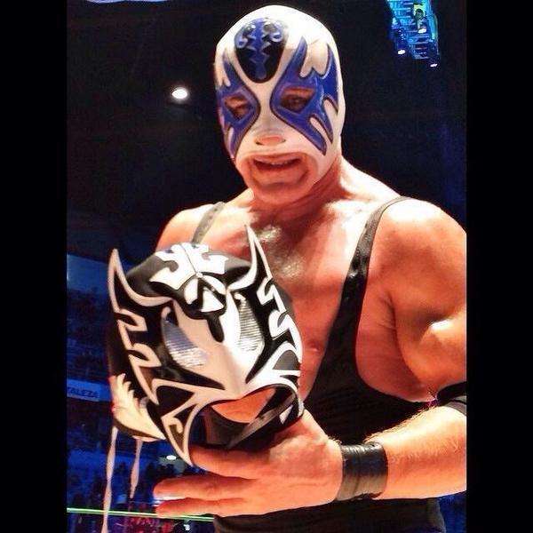 Con la de ayer, creo que sólo @Atlantis_CMLL y EL SANTO han ganado tantas máscaras tan valiosas @PeriodicoMETRO http://t.co/0IjtGTRtkP