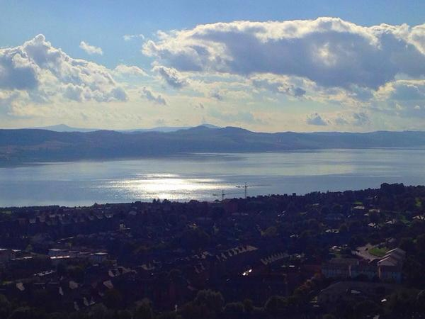 A beautiful view west this afternoon up The River Tay #Dundee ☀️ http://t.co/92OenfjZLH