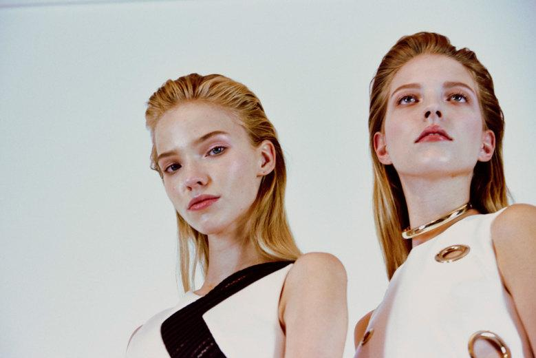 Follow @harry_carr's lens backstage at @Versace spring/summer 15: http://t.co/5pGZXKgeHW #SS15 #MFW http://t.co/GFku6UUAnH