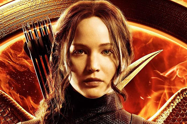 IT'S HERE. The first official Hunger Games trailer is AMAZING: http://t.co/VoFNmAVJeq http://t.co/YHFHJsAvxl
