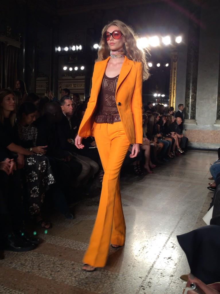 We all adore a Kia-Ora - a burst of E-number orange on the #pucci runway #mfw http://t.co/azSTZnyvvi