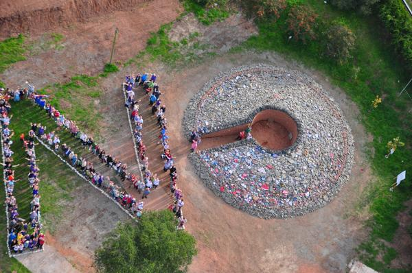 Please RT this aerial photograph of our NO to separation at the Handsacrosstheborder cairn this afternoon. #indyref http://t.co/OIxQRxfTce