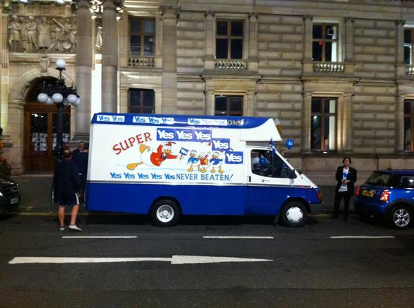 Aye's Cream Van visits Glasgow City Chambers. #indyref #yes http://t.co/2BkAICMcqh
