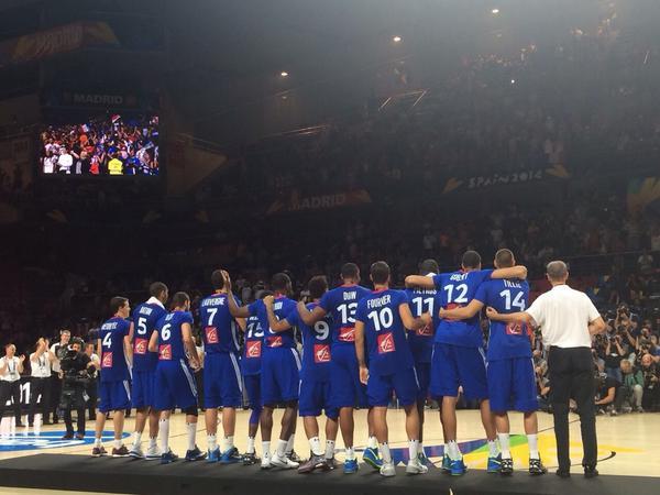 Une médaille sans TP tout simplement parce que le basket est un sport d'EQUIPE!! C'est beau!! http://t.co/PnLONmwJlL