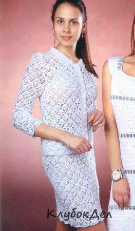 белый летний вязаный костюм для