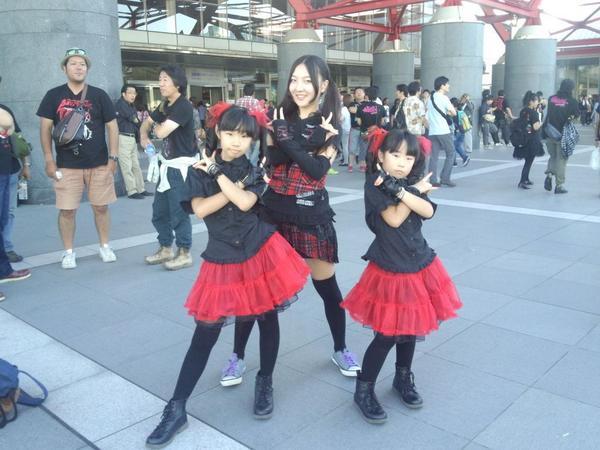 さーかちゃんとYUIMOAコスのちびっ子DEATH! http://t.co/q5kGBnhFUK