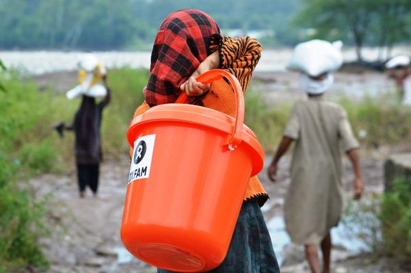 We're providing 15 days food ration, plastic buckets & chlorine tablets to a badly affected village #KashmirFloods http://t.co/D1WXHo39oe