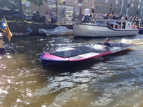 """Bij finish was m'n accu voller dan bij start! """"@GroenLiesbeth: Mooi weer om even te kijken bij de '#solarboatparade http://t.co/ieqPt7Dvjf'"""""""
