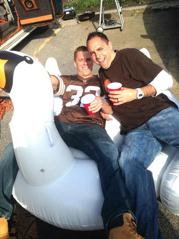 Johnny Manziel fans chug champagne on inflatable swans