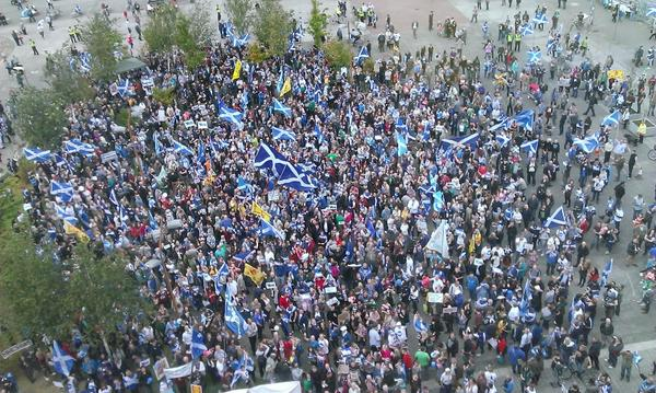 A crowd gathers at BBC Scotland's HQ to protest about the broadcaster's referendum coverage. http://t.co/oS0DYLa8LC http://t.co/XdTuv0FIfE