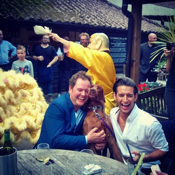 U two and a dragons arse @ollielocke @alancarr ❤ http://t.co/tA8hJyDBLM
