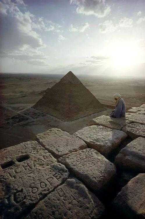 """Khafra viewed rom the top of the Great Pyramid of Khuhu: RT""""@Machezm: This is a great photo, oh yes it is! #Egypt http://t.co/7Bvc9ODgYN"""""""