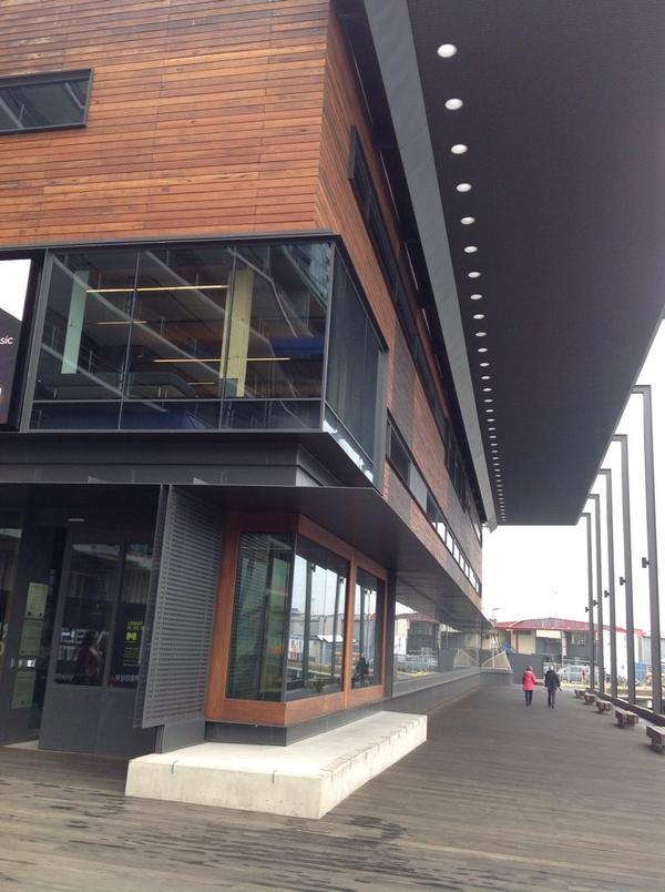 Outside library @ the dock for #librarystars http://t.co/ZobrJrvG2e