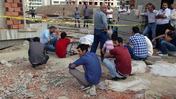 """Bak! """"1 günde Zonguldak,Konya,Kırşehir,İstanbul, Beylikdüzü ve Kartal'da inşaatlarda 5 işçi daha hayatını kaybetti. http://t.co/X63jgjXxh1"""""""