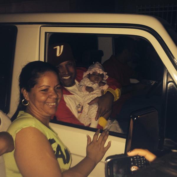 Nuestro ministro de Juventud y Deporte @potroalvarez en la inauguración de bases de misiones en Aragua!! @TareckPSUV http://t.co/tJLsD2m2L3