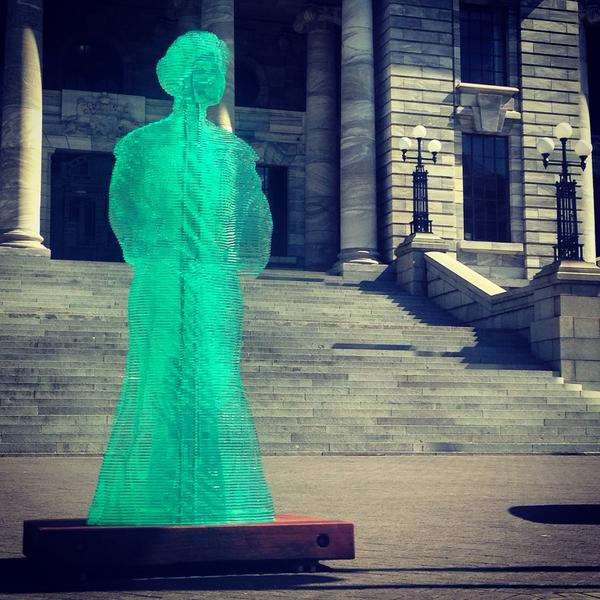 """Help me, Kate Sheppard…"" RT @ohsarahrose Bright green Kate Sheppard outside Parliament House earlier today. http://t.co/nSIR3vPuPS"