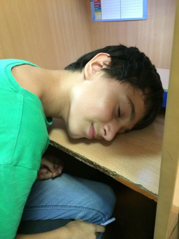 Сосед зашел спящему мужику сосут