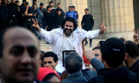 BREAKING: #Egypt court orders release of Alaa Abdel-Fattah, Noubie, Metwali on bail http://t.co/ae5umd1e12 http://t.co/Q6WGulshxF