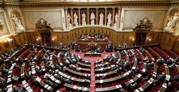 Soupçons de détournements au #Sénat : une première liste de sénateurs #UMP identifiés http://t.co/vxo1fT7w7S http://t.co/qQEvKqkbi4