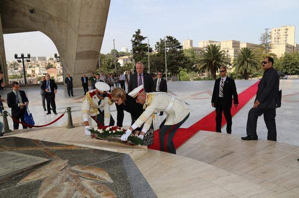 Polaschik a débuté sa fonction officielle hier à Alger: L'ambassadrice des Etats-Unis rend hommage aux martyrs de la Révolution