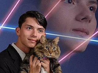 Teen petitions to have self-portrait with cat and lasers as yearbook pic. http://t.co/bFz11x2yZ5 http://t.co/EXEPFXJbaW
