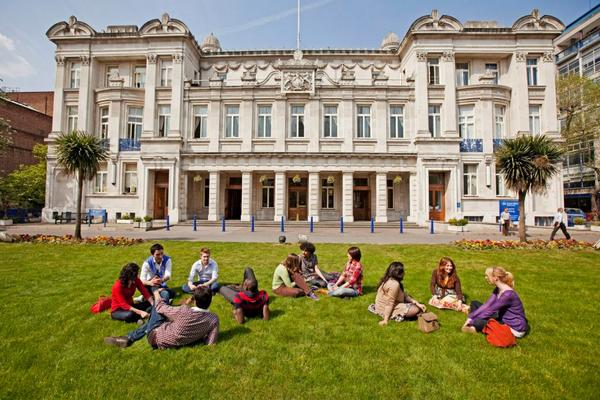 Big news: @QMUL has been ranked in the top 100 universities worldwide, climbing almost 50 places in 2 yrs! Proud! http://t.co/wKvWyj5ghh