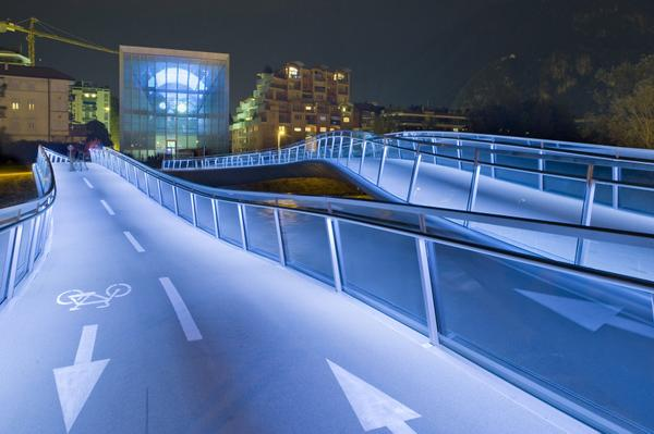Wow looks beautiful! RT @MuseionBZ: @Heathercowper thank you, here is our glass cube by night! http://t.co/lzlqd8QLZy #inSouthTyrol