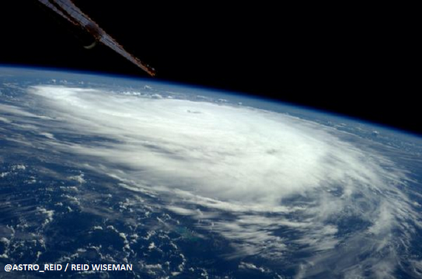 Hurricane #Edouard over the Atlantic Ocean, as seen from the Int'l Space Station - via @astro_reid http://t.co/f92vFabUw0