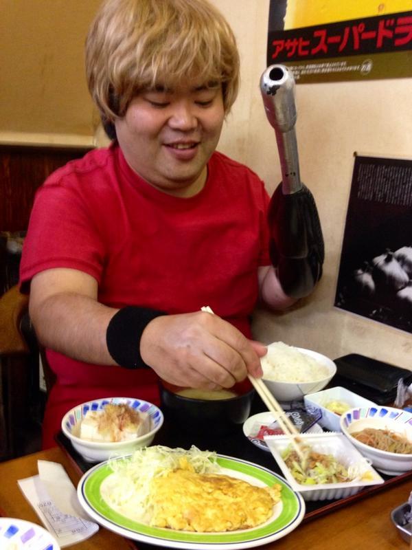 コブラが朝定食食べてる http://t.co/I5JCkJEqR8