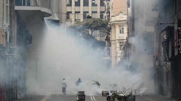 Tear gas in Sao Paulo a little earlier. Situation has been tense for the past 10 hours. From M. Fernandes/@Estadao http://t.co/MI9XbaiTgm