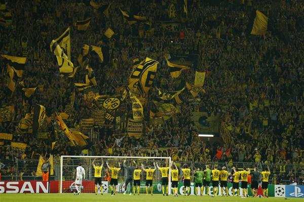 Squawka Football On Twitter The Borussia Dortmund Players Celebrating In Front Of The Yellow Wall Great Photo Http T Co Rhwnkklksg