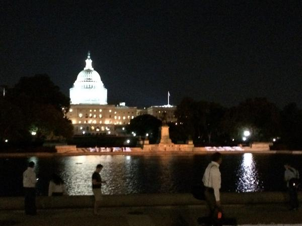 We're honoring those touched by cancer by lighting up the US Capitol tonight w/#LightsofHope. #CancerLobbyDay http://t.co/B13087prys