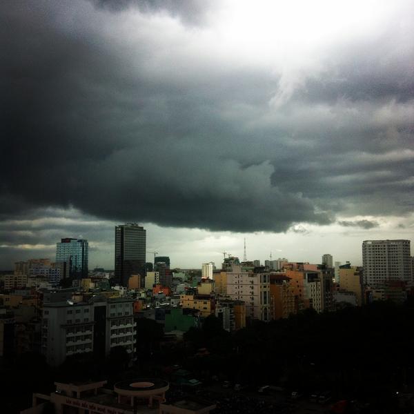 Stormy #Saigon afternoon. #Vietnam http://t.co/ZMXs6C6mqv