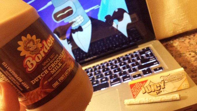 Marshmallow joints, cartoons and the Dutch so creamy in my mouth ;) #Yum http://t.co/xol4kSvxQM