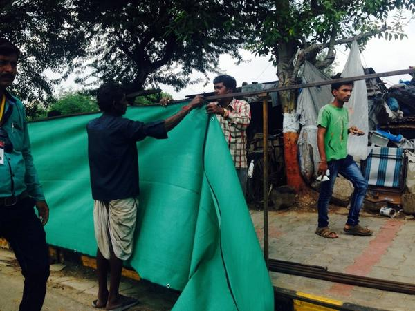 Hiding the underbelly of Ahmedabad behind a green awning ahead of Xi's arrival. But even curtains have stories http://t.co/W69JidxqGZ