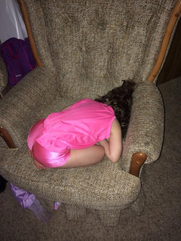 Lol my daughter passed out http://t.co/BBK2srVUu0