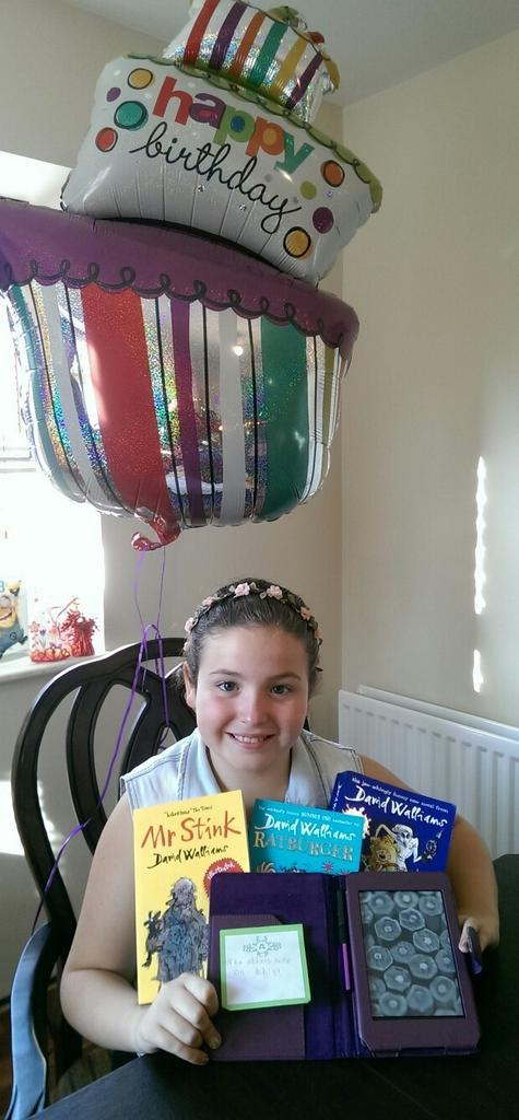 RT @aine_mellin: The funniest little sister ever,double digits today with her favourite books by @davidwalliams who she'd love to meet http…
