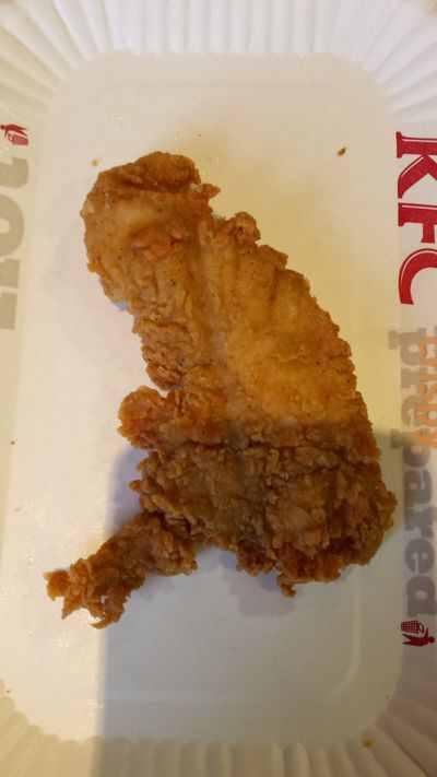 A #YesScotland omen? 'Man finds KFC chicken shaped like England without #Scotland http://t.co/ETE0vrUgD4 http://t.co/MNMcRbIZPr
