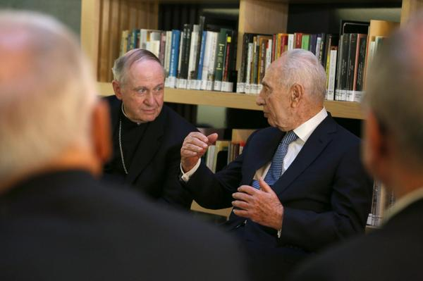 Bishop Pates & bishops of the #PeacePilgrimage meet former Israeli President Peres to discuss peace. http://t.co/UrPVogT1UF