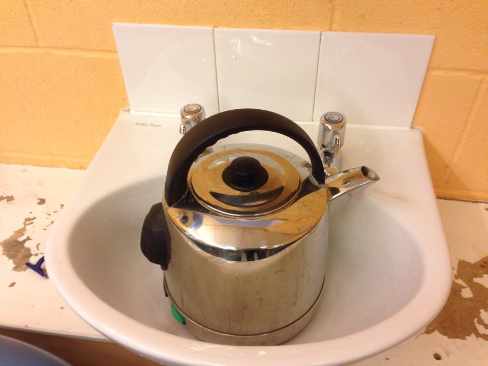 Loughborough, #sinkvskettle and it's heavy metal kettle time. Win for sink which is niftier. Tiger vs Sherman? 4:5/9 http://t.co/3cdVsfHetX