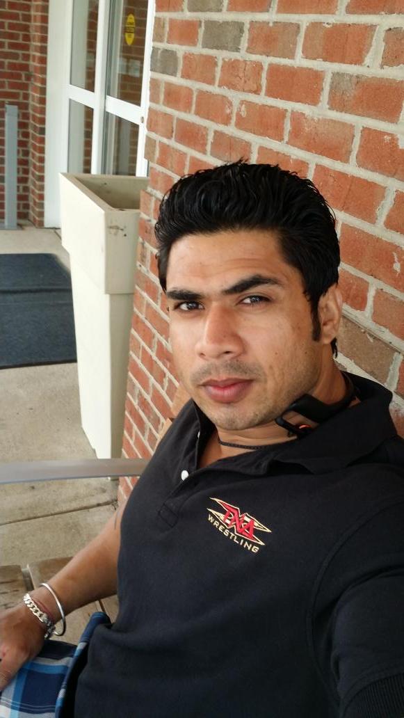 Un nouveau lutteur indien à la TNA BxwjgT6IMAA4OYX