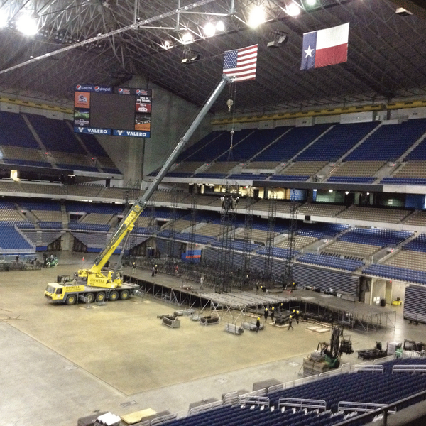 @onedirection #WWAT921: Stage is starting to take shape at @Alamodome. http://t.co/ng1VblqGOG