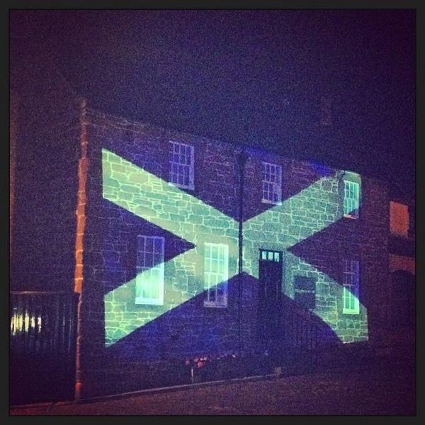 People of Scotland, the world is watching us. Let's believe in ourselves. Let's do this! #indyref #VoteYes http://t.co/xEoUPzQgLv